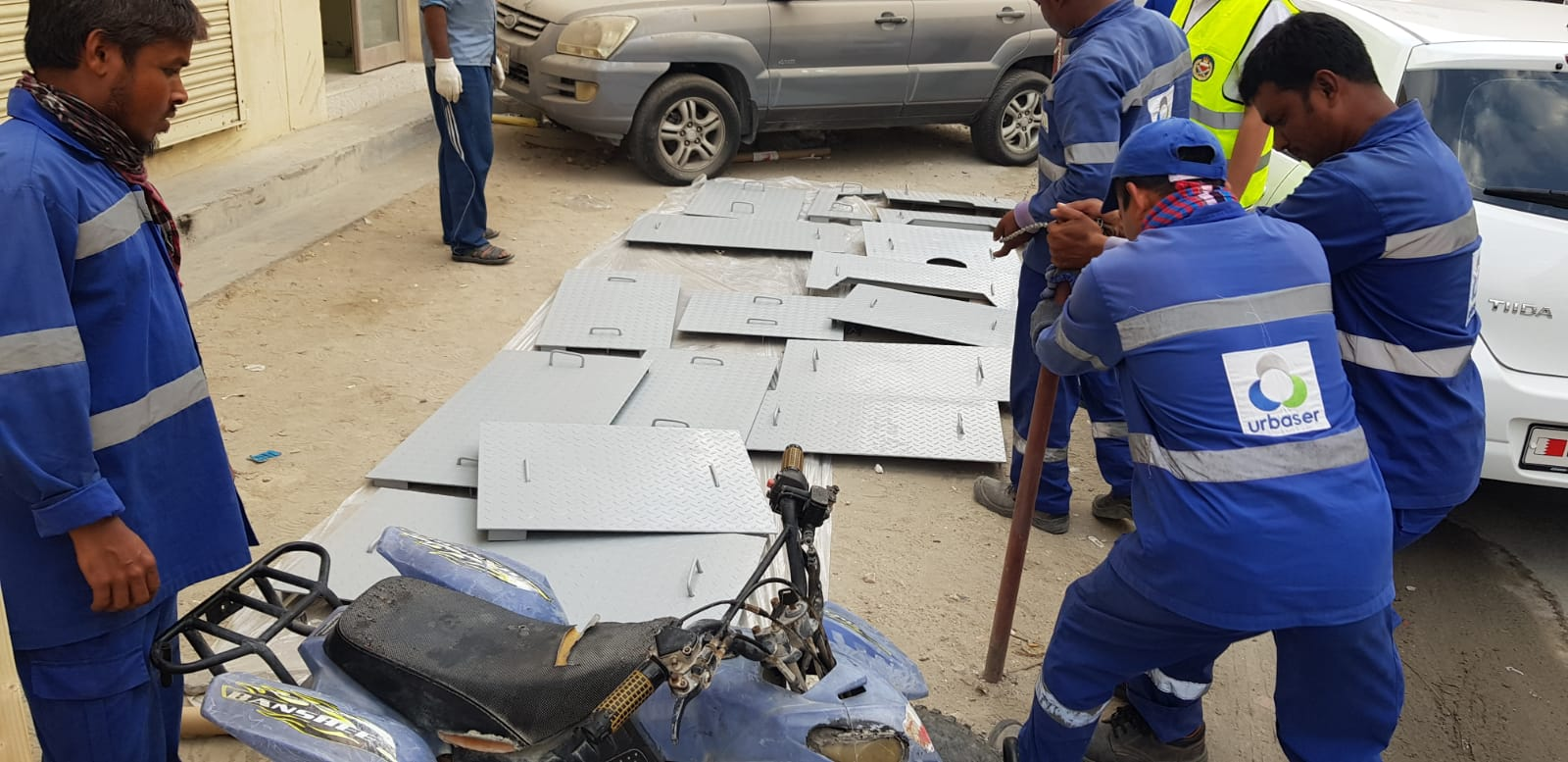 The municipality of Al Janoubia implements removal campaigns on road works in Al-Hajiyat 939 block