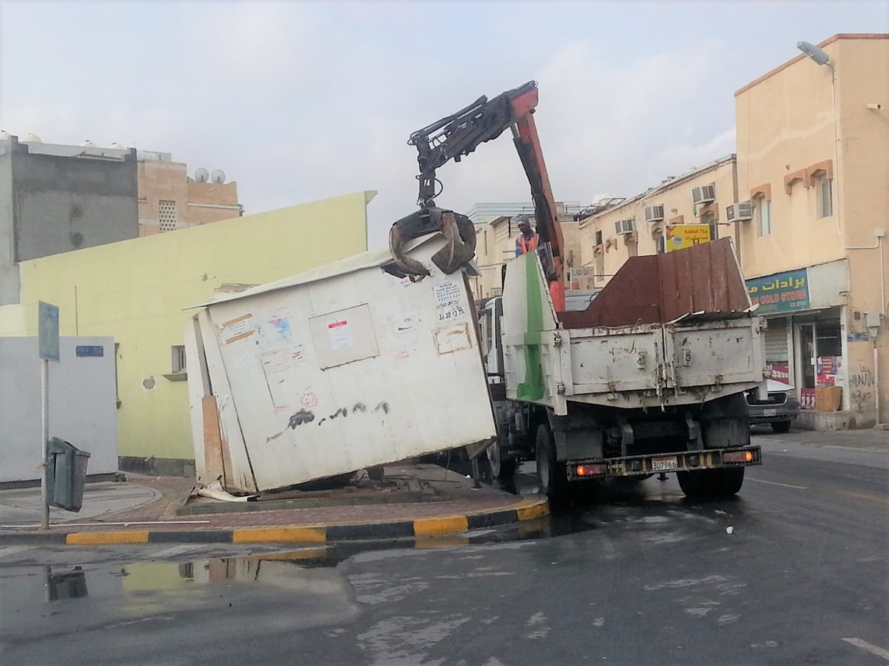"Municipality of ""South"" remove a number of cabins and stalls violating"