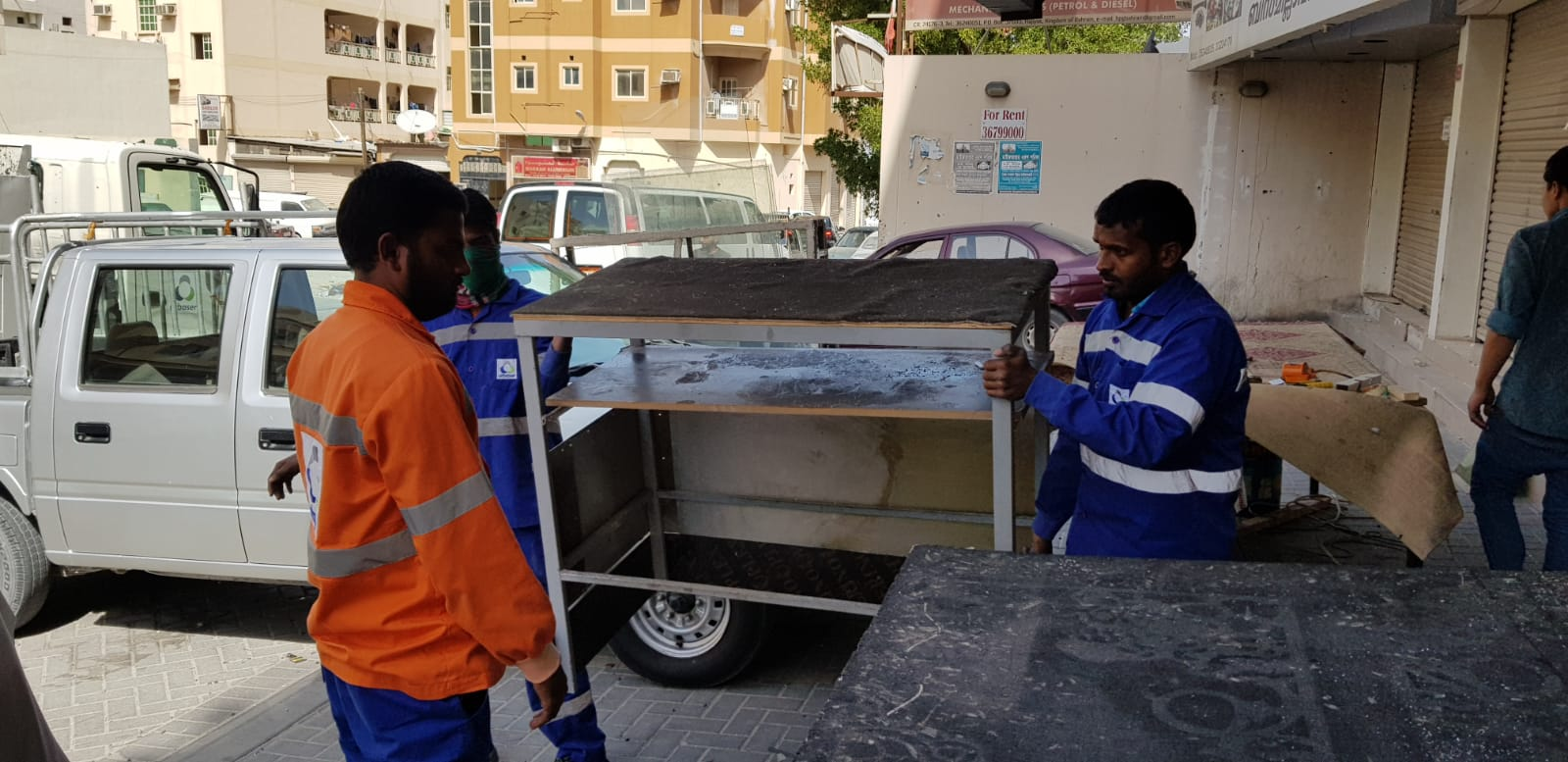 "Municipality of ""South"" removes the violations of shops occupancy of the road in the hajiyat"